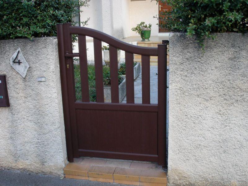Fabrication de portails battant en aluminium sur mesure nimes menuisier n mes cema 30 for Fabricant de portail sur mesure