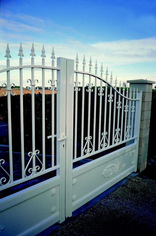 Fabrication de portails battant en aluminium automatique sur mesure montpellier menuisier for Fabricant de portail sur mesure