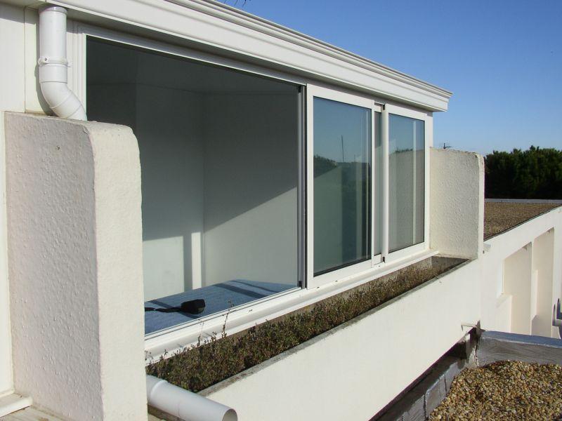 fermeture de loggias ou de balcon a la grande motte dans le 34 menuisier n mes cema 30. Black Bedroom Furniture Sets. Home Design Ideas