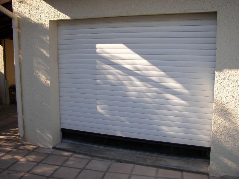 porte de garage roulante a milhaud dans le 30 menuisier